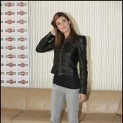 Elisabetta Canalis : Un officier sexy au regard désarmant !