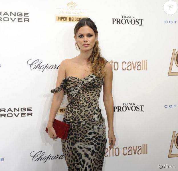 En mode sexy, Rachel Bilson ose la robe longue hollywoodienne, bluffant !