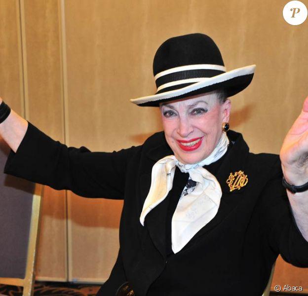Geneviève de Fontenay présente ses Miss, dans une ambiance déchaînée à Paris. 2/11/2010