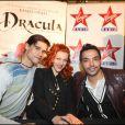 Golan Yosef (Dracula), Anaïs Delva (Lucie) et Kamel Ouali, donnent le coup d'envoi des illuminations de noël au 4 Temps à La Défense, le 26 novembre 2010