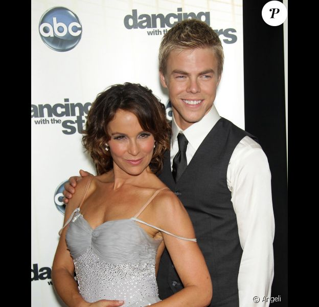 Jennifer Grey et son partenaire Derek Hough, lors de la 11e saison de Dancing With the Stars. Septembre 2010