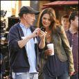 Katie Holmes et la réalisateur Dennis Dugan sur le tournage de Jack and Jill, le 13 décembre 2010.
