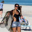 Alesha Dixon sur la plage à Miami le 15 décembre 2010