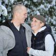 Zara Phillips et son fiancé Mike Tindall prennent ka pose dans leur domicile du Gloucestershire après avoir annoncé leur futur mariage le 21 décembre 2010