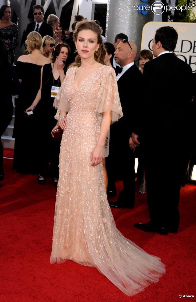 38c2596759 Scarlett Johansson a brillé dans une robe Elie Saab pour un esprit vintage  très recherché.