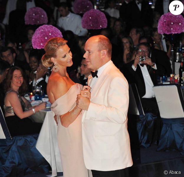 Charlene Wittstock et le prince Albert - La future princesse est vêtue en Armani. 30/07/2010