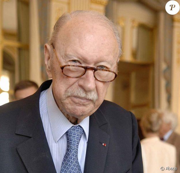 Jean Dutourd est mort à l'âge de 91 ans, le 17 janvier 2011, à son domicile parisien.