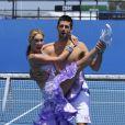 Le 21 janvier 2011, Novak Djokovic se ressourçait avant d'entamer les choses très sérieuses à l'Open d'Australie : quelques heures après sa victoire sur Troicki, il s'éclatait avec la belle danseuse Kym Johnson de  Dancing with the stars .