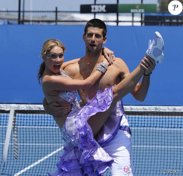 Le 21 janvier 2011, Novak Djokovic se ressourçait avant d'entamer les choses très sérieuses à l'Open d'Australie : quelques heures après sa victoire sur Troicki, il s'éclatait avec la belle danseuse Kym Johnson de Dancing with the stars.