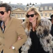 Kate Moss porte une jolie bague au doigt... Bientôt mariée ?