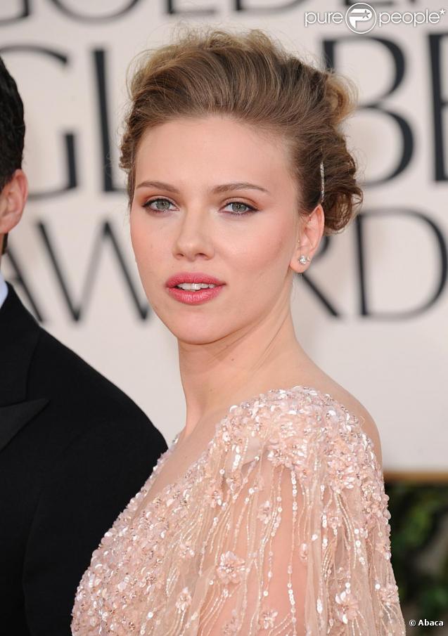 Scarlett Johansson a brisé ses voeux de mariage en 2010. On lui souhaite de retrouver l'amour en 2011.