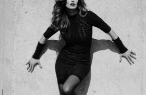 Cindy Crawford revient plus sexy et femme fatale que jamais...