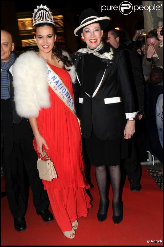 Geneviève de Fontenay, son fils Xavier et Barbara Morel à la cérémonie des Globes de Cristal 2011, le 7 février 2011.