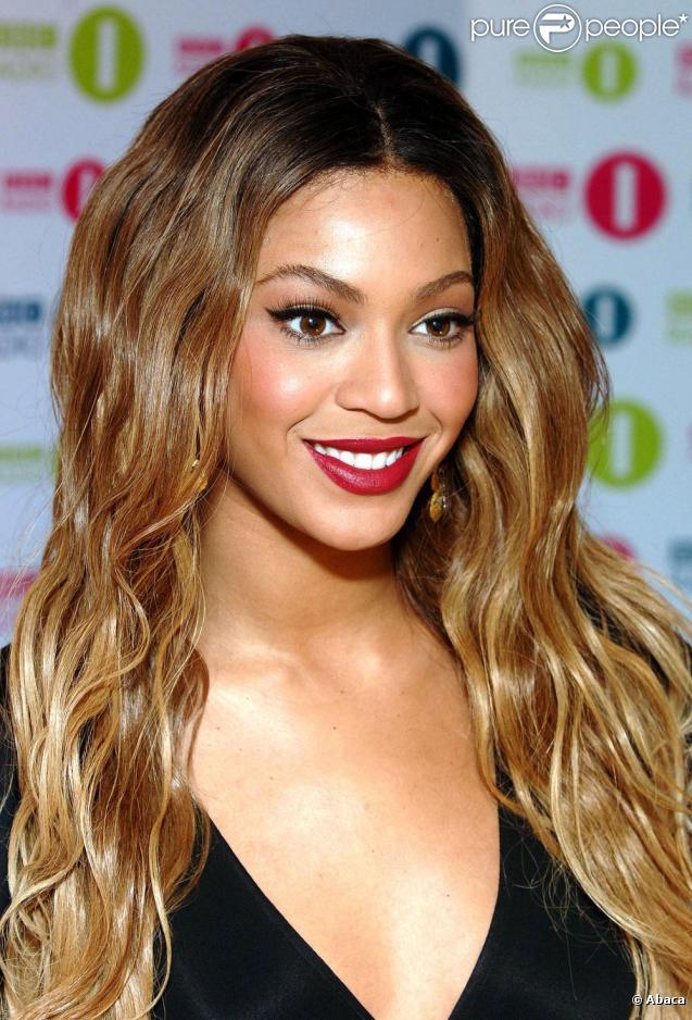 Beyoncé les cheveux wavy et délavés on valide