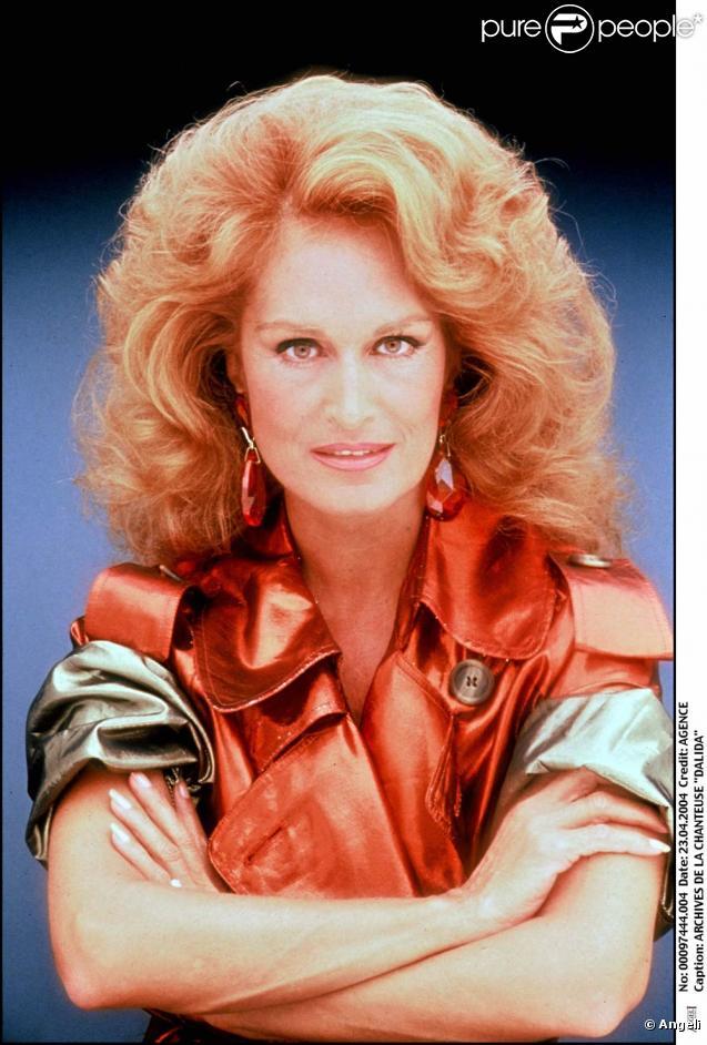 Dalida sera incarnée par la ravissante Nadia Farès dans le biopic de la chanteuse qui se tournera en 2012.