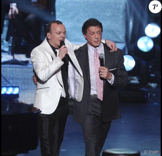 Gigi D'Alessio lors de son concert de la St Valentin, le 14 février 2011 à New York - ici avec Sylvester Stallone