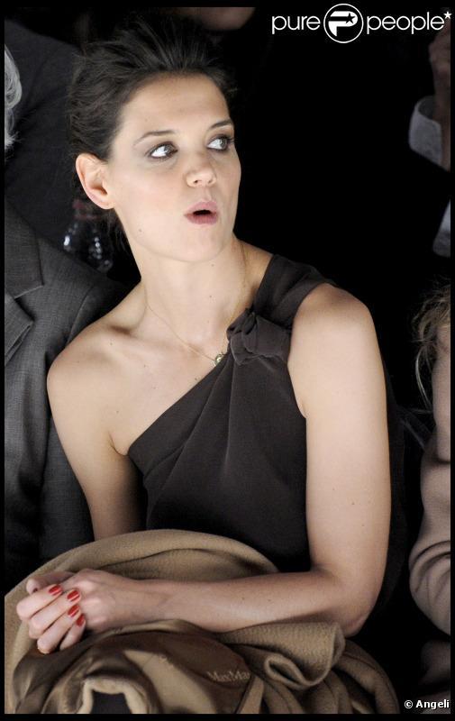 Katie Holmes au défilé Max-Mara à la Fashion Week de Milan, le 24 février 2011.