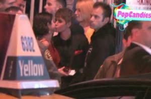 Justin Bieber et Selena Gomez, officiellement amoureux : leur baiser en public !