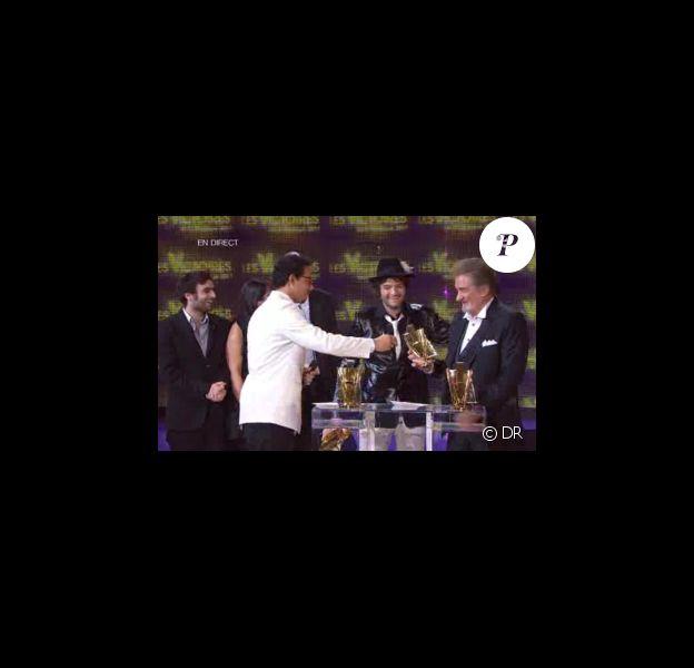 Eddy Mitchell (photo) et Matthieu Chedid, alias M, sont ex-aequo et reçoivent tous les deux la Victoire 2011 dans la catégorie Spectacle musical-tournée-concert, lors de la seconde moitié des Victoires de la Musique 2011, mardi 1er mars sur France 2.