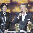Matthieu Chedid et Eddy Mitchell sur la scène du Palais des Congrès de Paris pour la Victoires de la Musique 2011, mardi 1er mars.
