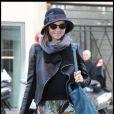 Miranda Kerr rentre à son hôtel après avoir défilé pour Balenciaga lors de la Fashion Week à Paris le 3 mars 2011