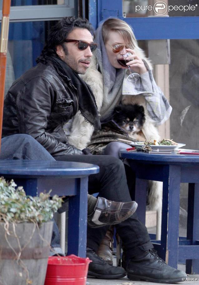 Carlos Leon et sa girlfriend, au Café Gitane, à New York, le 7 mars 2011