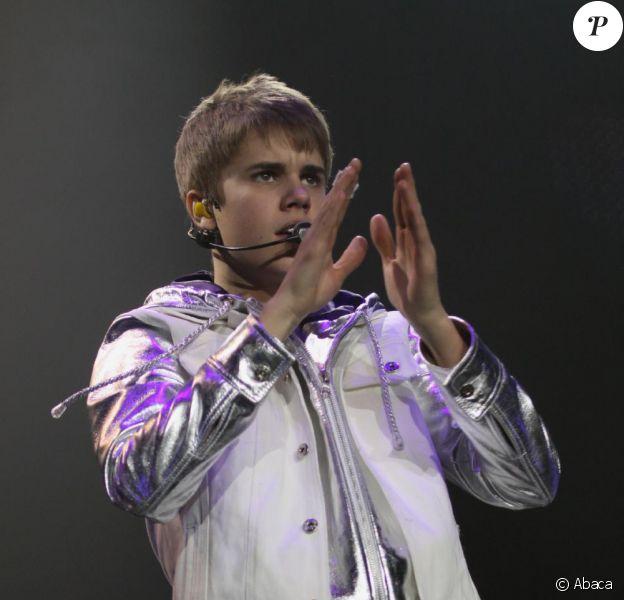 Justin Bieber se produit sur la scène de l'ECHO Arena de Liverpool, vendredi 11 mars 2011.