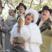 Zazie en bourgeoise délirante : Dans les coulisses de son nouveau clip !