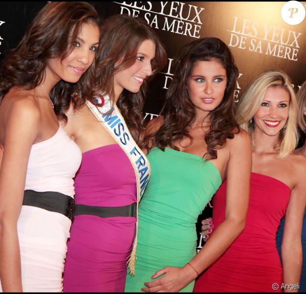 Les Miss Chloé Mortaud, Miss France Laury Thilleman, Malika Ménard, Alexandra Rosenfeld et Sylvie Tellier ont fait sensation à la première du film Les Yeux de sa mère le 22 mars 2011 à Paris
