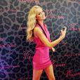 La divine Lindsay Ellingson présentait le 25 mars 2011 la fragrance Attractions de la marque vedette de lingerie Victoria's Secret, à la boutique de Miami.
