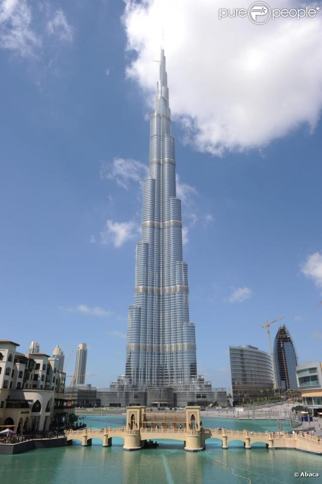 Alain robert grimpe la plus haute tour du monde la burj khalifa 828 m tres - Alain robert burj khalifa ...