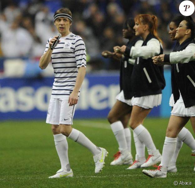 """Le 29 mars 2011, à l'occasion de la réception de la Croatie en amical au Stade de France, l'équipe de France étrennait son maillot """"extérieur"""", la fameuse marinière. Martin Solveig aussi, tournant son prochain clip pour Ready 2 Go !"""