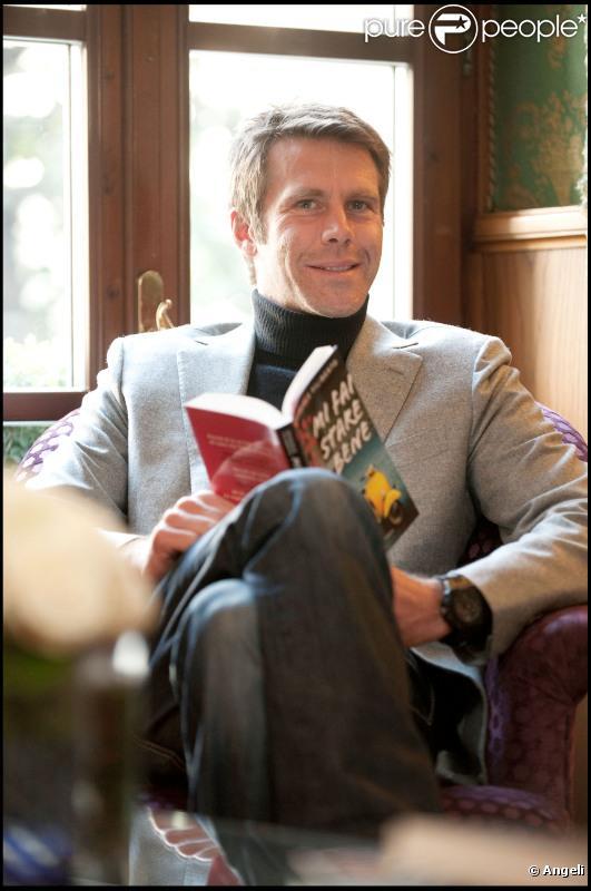 Emmanuel-Philibert de Savoie se prépare à promouvoir son livre Mi Fai Stae Bene (Milan en Italie, 22 mars 2011)