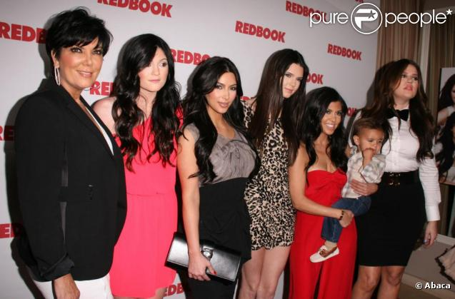 La famille Kardashian réunie au grand complet pour célébrer leur couverture du magazine Redbook le 11 avril 2011