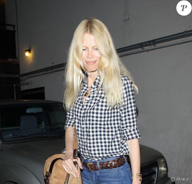 Claudia Schiffer à Los Angeles, a partagé un excellent repas avec sa famille le 17 avril 2011 à Los Angeles