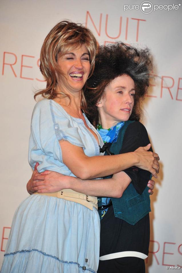 Les déjantées Léa Drucker et Zabou Breitman ont ouvert la cérémonie des Molières 2011 avec le spectacle Jeux de scène, le 17 avril.