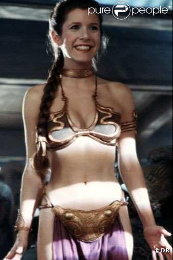 Princesse Leïa (Carrie Fischer) et le mythe du bikini doré. C'est dans  Star Wars : L'Empire contre-attaque , et ça ne prend pas une ride, trente ans plus tard !