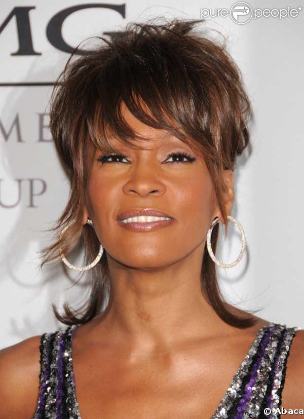 Whitney Houston a été confrontée à la tentative de suicide de sa fille de 15 ans, Bobbi Kristina