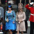 Les Princesses Eugenie et Beatrice lors de leur arrivée à l'Abbaye de Westminster à l'occasion du mariage de Kate Middleton et de leur cousin le Prince William, le 29 avril 2011
