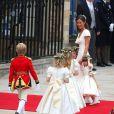 Pippa Middleton et les enfants d'honneur arrivant à l'Abbaye de Westminster pour assister au mariage de Kate Middleton avec le Prince William, le 29 avril 2011