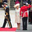 Les 1 900 convives invités à assister au mariage du prince William et de Catherine Middleton le 29 avril 2011 ont pris place à Westminster dans les premières heures de la matinée. Le prince Charles et Camilla Parker Bowles ont été accueillis avec ferveur.