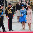 Les 1 900 convives invités à assister au mariage du prince William et de Catherine Middleton le 29 avril 2011 ont pris place à Westminster dans les premières heures de la matinée. Le duc Andrew d'York est arrivé avec ses filles les princesses Beatrice et Eugenie.