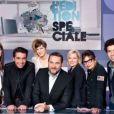 Bruce Toussaint, entouré de son équipe de chroniqueurs de l' Edition Spéciale , magazine diffusé quotidiennement sur Canal+.