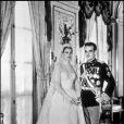 Grace Kelly et le prince Rainier le jour de leur mariage. La robe de la mariée ressemble beaucoup à celle de Kate Middleton. Monaco, 1956