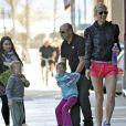 Apple et Moses seraient-ils de vrais petits diables avec leur maman Gwyneth Paltrow ? ! Avril 2011