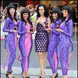 Katy Perry entourée de jolis petits chats présente son parfum Purr à Melbourne en Australie le 30 avril 2011