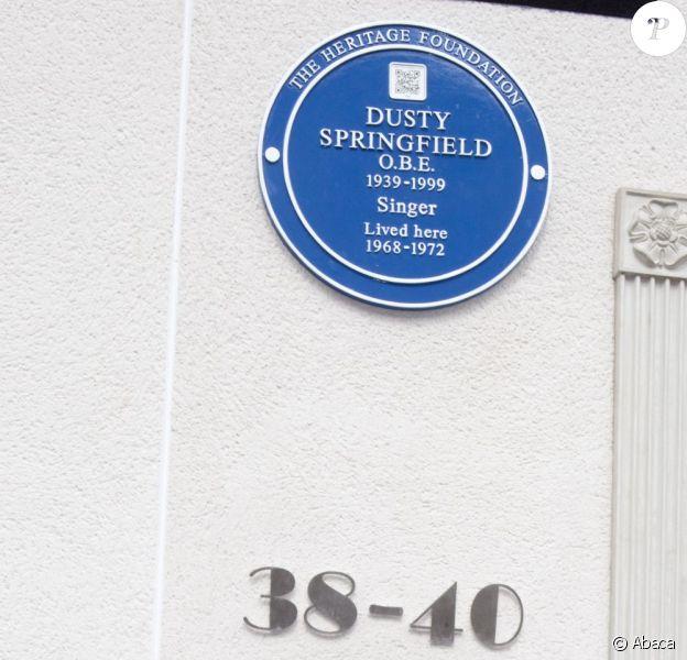 Robin Gibb, des Bee Gees, a dévoilé une plaque commémorative en l'honneur de Dusty Springfield, à Londres le 8 mai 2011