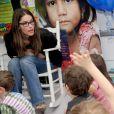 L'actrice et maman Amanda Peet adore les enfants ! Elle a passé l'après-midi dans une école pour soutenir la lutte contre la rougeole dans le monde. New York, 9 mai 2011