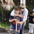 Kate Winslet récupère son fils à l'école à New York le 10 mai 2011
