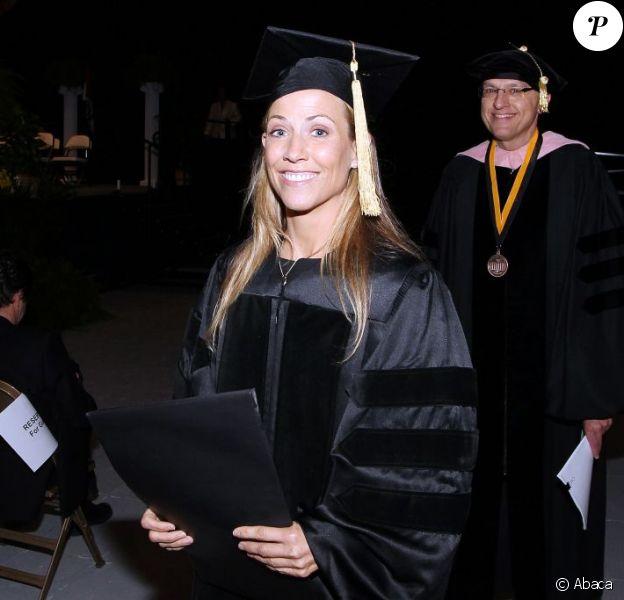Sheryl Crow assiste à la remise de diplômes de l'université de Columbia (Missouri), samedi 14 mai, et reçoit un prix d'honneur.